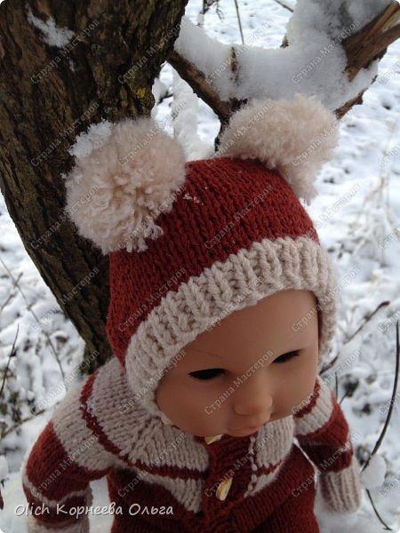 Доброго времени суток! А давайте порадуем наших дочурок и их любимых куколок, свяжем им теплый комплект на зиму: конверт, шапочку и рукавички. Я вчера закончила эту работу и вечером пошел снег - это знак :) фото 2