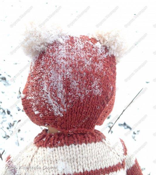 Доброго времени суток! А давайте порадуем наших дочурок и их любимых куколок, свяжем им теплый комплект на зиму: конверт, шапочку и рукавички. Я вчера закончила эту работу и вечером пошел снег - это знак :) фото 5