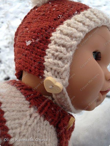 Доброго времени суток! А давайте порадуем наших дочурок и их любимых куколок, свяжем им теплый комплект на зиму: конверт, шапочку и рукавички. Я вчера закончила эту работу и вечером пошел снег - это знак :) фото 6