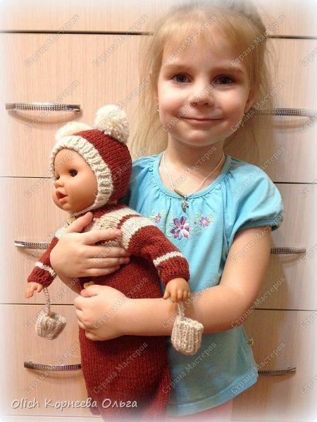 Доброго времени суток! А давайте порадуем наших дочурок и их любимых куколок, свяжем им теплый комплект на зиму: конверт, шапочку и рукавички. Я вчера закончила эту работу и вечером пошел снег - это знак :) фото 59