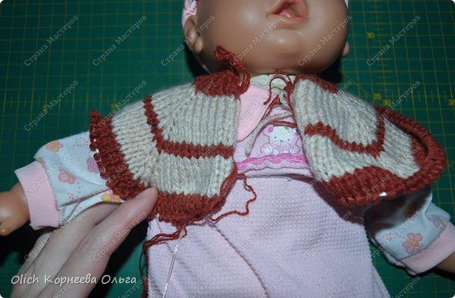 Доброго времени суток! А давайте порадуем наших дочурок и их любимых куколок, свяжем им теплый комплект на зиму: конверт, шапочку и рукавички. Я вчера закончила эту работу и вечером пошел снег - это знак :) фото 18