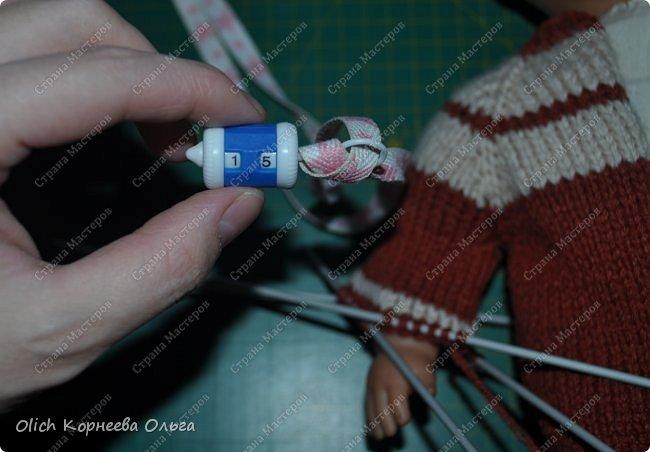 Доброго времени суток! А давайте порадуем наших дочурок и их любимых куколок, свяжем им теплый комплект на зиму: конверт, шапочку и рукавички. Я вчера закончила эту работу и вечером пошел снег - это знак :) фото 26