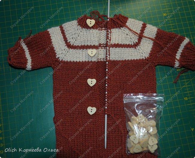 Доброго времени суток! А давайте порадуем наших дочурок и их любимых куколок, свяжем им теплый комплект на зиму: конверт, шапочку и рукавички. Я вчера закончила эту работу и вечером пошел снег - это знак :) фото 29