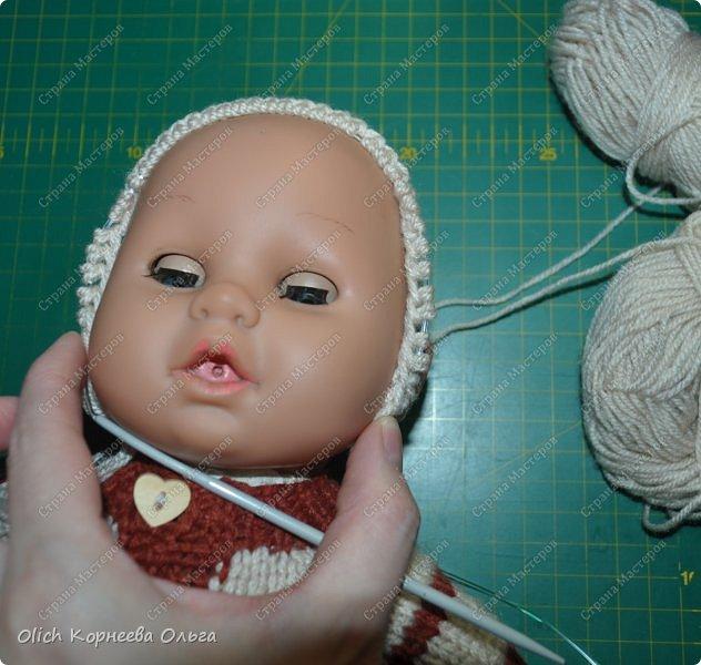 Доброго времени суток! А давайте порадуем наших дочурок и их любимых куколок, свяжем им теплый комплект на зиму: конверт, шапочку и рукавички. Я вчера закончила эту работу и вечером пошел снег - это знак :) фото 38