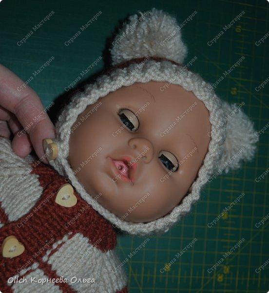 Доброго времени суток! А давайте порадуем наших дочурок и их любимых куколок, свяжем им теплый комплект на зиму: конверт, шапочку и рукавички. Я вчера закончила эту работу и вечером пошел снег - это знак :) фото 52