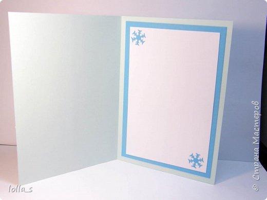 """Здравствуйте, жители и гости Страны!! Стремительно приближается сказочный праздник """"Новый Год"""". И подготовка к нему в разгаре. Вот такие открытки новогодние у меня получились:  1.Основа-картон светло-голубого цвета, посередине такой себе """"пирожок"""" из светло-голубого, голубого насыщенного цвета и скрап бумаги с узором гирляндой. Веточки, цветочки, завиточки украшены блестками.   фото 3"""
