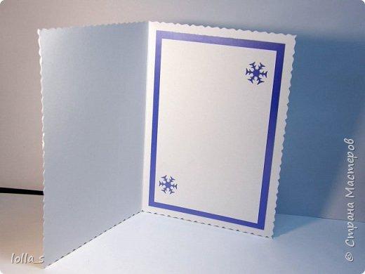 """Здравствуйте, жители и гости Страны!! Стремительно приближается сказочный праздник """"Новый Год"""". И подготовка к нему в разгаре. Вот такие открытки новогодние у меня получились:  1.Основа-картон светло-голубого цвета, посередине такой себе """"пирожок"""" из светло-голубого, голубого насыщенного цвета и скрап бумаги с узором гирляндой. Веточки, цветочки, завиточки украшены блестками.   фото 6"""