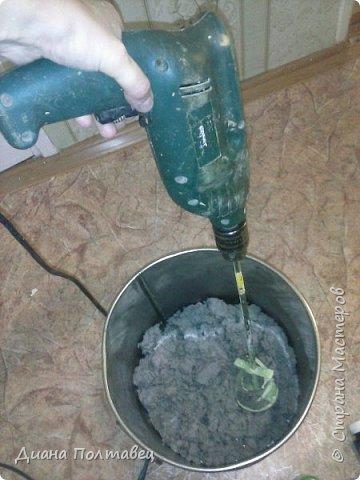 Решили мы с мамулей сделать в туалете ремонт. А именно жидкие обои. В качестве эксперимента придумали сделать обои из туалетной бумаги, а так же алибастра, строительного клея ПВА, воды и колера. фото 5