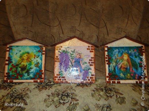 Такие ключницы сделала в подарок, заготовки вырезала из фанеры, украсила квиллингом, покрыла мебельным лаком.