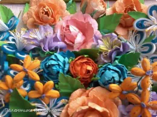 Здравствуйте мастера и мастерицы Страны Мастеров!!!Сделала еще один летний букет.Осень уже надоела.Хочется тепла,а впереди еще долгая зима.Так,что снова яркие цветы. У меня появилась плотная бумага и ее можно было смачивать,вот я и воспользовалась МК Астории чтобы сделать розочки и другие цветочки.Хочется сделать что то новое,а получаются букеты на один манер. фото 4
