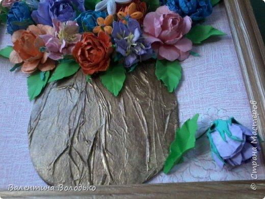 Здравствуйте мастера и мастерицы Страны Мастеров!!!Сделала еще один летний букет.Осень уже надоела.Хочется тепла,а впереди еще долгая зима.Так,что снова яркие цветы. У меня появилась плотная бумага и ее можно было смачивать,вот я и воспользовалась МК Астории чтобы сделать розочки и другие цветочки.Хочется сделать что то новое,а получаются букеты на один манер. фото 9