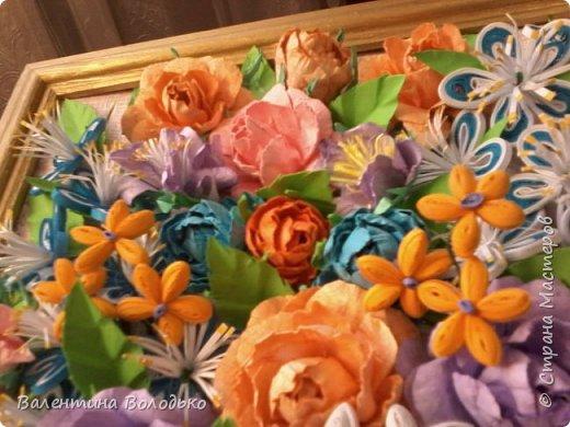 Здравствуйте мастера и мастерицы Страны Мастеров!!!Сделала еще один летний букет.Осень уже надоела.Хочется тепла,а впереди еще долгая зима.Так,что снова яркие цветы. У меня появилась плотная бумага и ее можно было смачивать,вот я и воспользовалась МК Астории чтобы сделать розочки и другие цветочки.Хочется сделать что то новое,а получаются букеты на один манер. фото 7