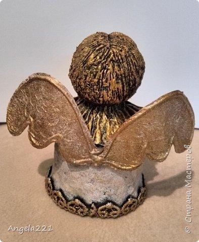 Эти лапушки появились благодаря Татьяне Бушмановой https://stranamasterov.ru/node/346342. Мне понравилась идея, которая у меня приняла вот такие формы. Лица ангелов (для гладкости) покрыты тонким слоем массы (глины)  JOVI. Всё остальное вылеплено из массы папье-маше.  фото 3