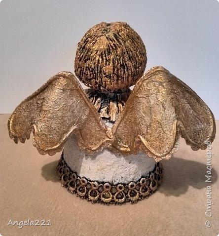 Эти лапушки появились благодаря Татьяне Бушмановой https://stranamasterov.ru/node/346342. Мне понравилась идея, которая у меня приняла вот такие формы. Лица ангелов (для гладкости) покрыты тонким слоем массы (глины)  JOVI. Всё остальное вылеплено из массы папье-маше.  фото 11