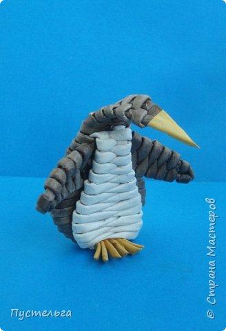 """Сплетём пингвинчика! Потребуется 10 чёрных трубочек, 4 белых и 1 жёлтая. Трубочки из потребительской бумаги """"Кондопога"""", полоса - треть, спица 2 мм."""