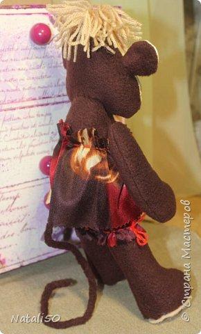 Доброго всем вечера,а вернее ночи!! Сегодня сшила обезьянку, спешу с вами поделиться…  вечерний свет немного изменил цвет игрушки.Сшила ее из флиса, для личика использовала бязь.  Выкройку взяла здесь- https://stranamasterov.ru/node/978451  очень понравились  работы kseniya QQQ   Попыталась сделать что то подобное.. фото 3