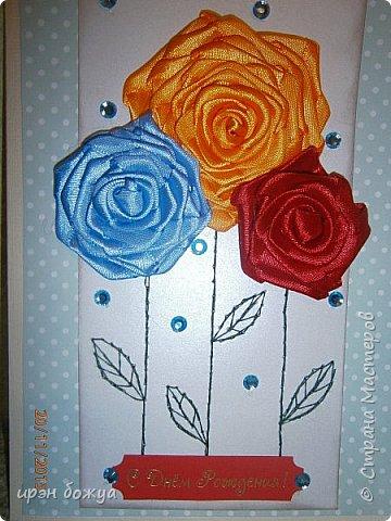 Показываю свои новые творения. В октябре делала себе свадебный букет на серебряную свадьбу. Освоила цветы из лент ( https://stranamasterov.ru/node/962643 ). В Интернете увидела открытки, только цветы там были другие из ткани. Решила попробовать. Вот результат. фото 7