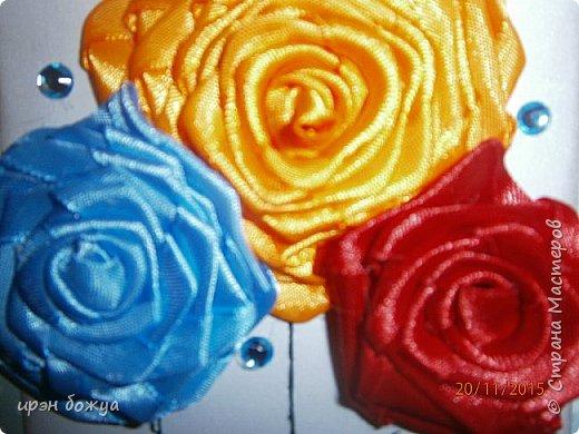 Показываю свои новые творения. В октябре делала себе свадебный букет на серебряную свадьбу. Освоила цветы из лент ( https://stranamasterov.ru/node/962643 ). В Интернете увидела открытки, только цветы там были другие из ткани. Решила попробовать. Вот результат. фото 5