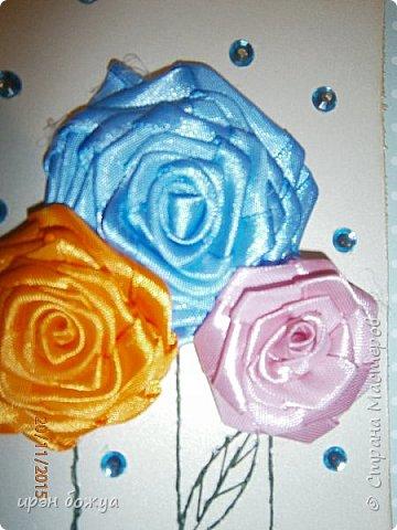 Показываю свои новые творения. В октябре делала себе свадебный букет на серебряную свадьбу. Освоила цветы из лент ( https://stranamasterov.ru/node/962643 ). В Интернете увидела открытки, только цветы там были другие из ткани. Решила попробовать. Вот результат. фото 6