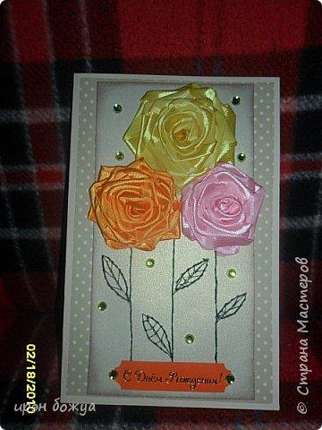 Показываю свои новые творения. В октябре делала себе свадебный букет на серебряную свадьбу. Освоила цветы из лент ( https://stranamasterov.ru/node/962643 ). В Интернете увидела открытки, только цветы там были другие из ткани. Решила попробовать. Вот результат. фото 2