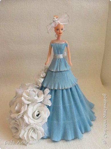 Кукла БАРБИ в голубом платье с букетом сладких роз на платье . фото 1