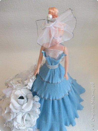 Кукла БАРБИ в голубом платье с букетом сладких роз на платье . фото 2