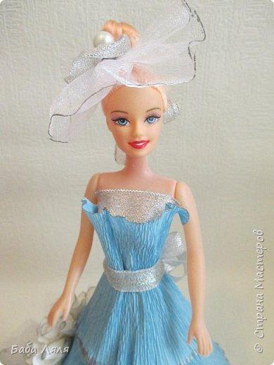 Кукла БАРБИ в голубом платье с букетом сладких роз на платье . фото 3