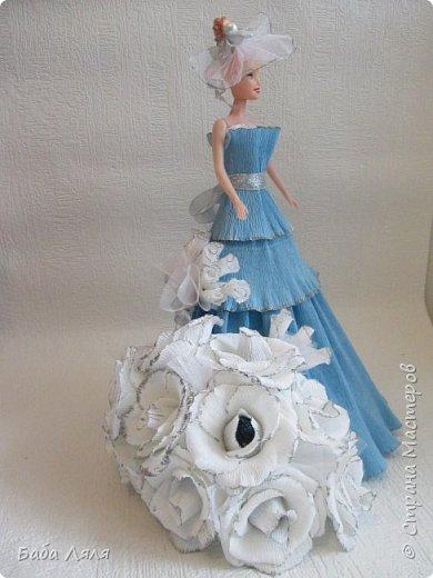 Кукла БАРБИ в голубом платье с букетом сладких роз на платье . фото 4
