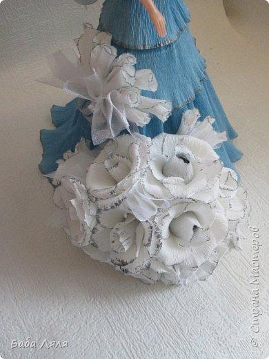 Кукла БАРБИ в голубом платье с букетом сладких роз на платье . фото 5