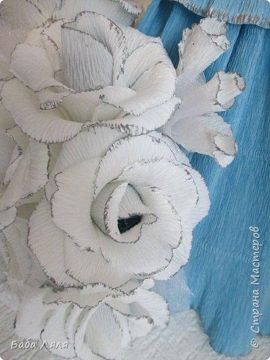 Кукла БАРБИ в голубом платье с букетом сладких роз на платье . фото 7