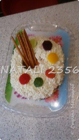 Такой салат достался в подарок педагогу по ИЗО фото 2