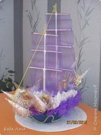 Решила выложить мои старые работы. Эту ладью делала еще в начале года к празднику .Ладья изготовлена из хлебницы и украшена органзой и конфетами. фото 9