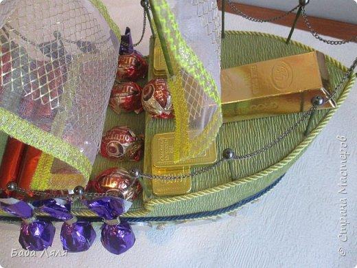 Решила выложить мои старые работы. Эту ладью делала еще в начале года к празднику .Ладья изготовлена из хлебницы и украшена органзой и конфетами. фото 16