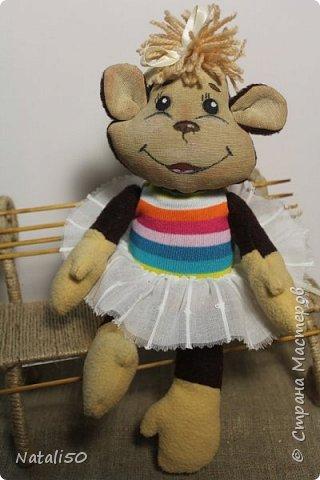 Решила нарядить обезьянку..мне кажется так она лучше выглядит .. Как вы думаете???