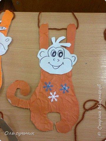Продолжаю показывать работы своих учеников. Этих обезьянок делали первоклашки. Мордочки не успели разукрасить, доделают дома. Спасибо за них большое Маргарите! https://stranamasterov.ru/node/971555?c=favorite_a фото 4