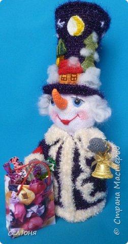 Вот такой симпатичный снеговичок родился у меня при помощи ниток и крючка фото 6