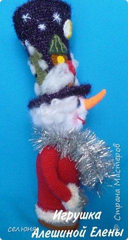 Вот такой симпатичный снеговичок родился у меня при помощи ниток и крючка фото 5