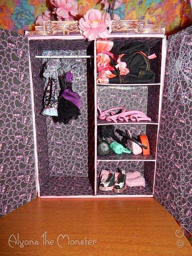 Приветствую всех, кто зашел в гости!  Недавно у Повелительницы Драконов появилась комната. Ну не может же столь важная персона быть бездомной)) Я решила сделать спальню для Вирджин розового цвета, в тон цветам на платье. Давайте рассмотрим ее поподробнее. фото 5