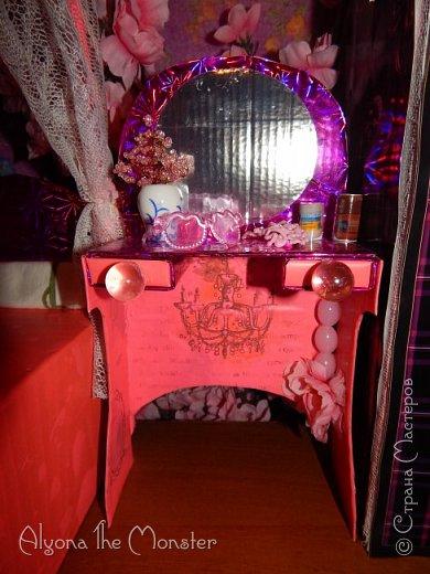Приветствую всех, кто зашел в гости!  Недавно у Повелительницы Драконов появилась комната. Ну не может же столь важная персона быть бездомной)) Я решила сделать спальню для Вирджин розового цвета, в тон цветам на платье. Давайте рассмотрим ее поподробнее. фото 9