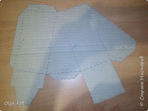 Дорогие мастера и мастерицы, сделала я вот такой бумажный тортик в подарок бабушке на День Рождения. В каждой коробочке пачка чая...Украсила цветами из бумаги и стразами. В центр тортика воткнула букетик цветов из конфет. фото 13