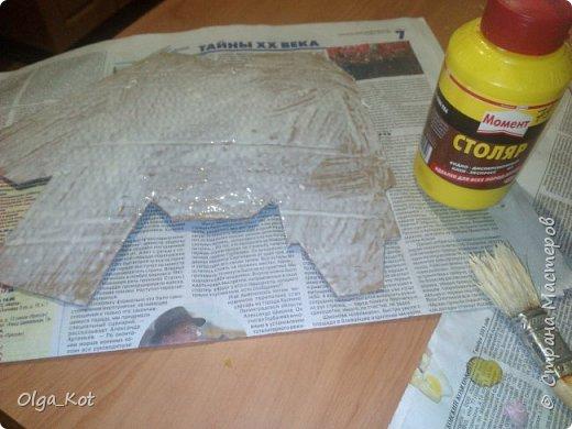 Дорогие мастера и мастерицы, сделала я вот такой бумажный тортик в подарок бабушке на День Рождения. В каждой коробочке пачка чая...Украсила цветами из бумаги и стразами. В центр тортика воткнула букетик цветов из конфет. фото 14