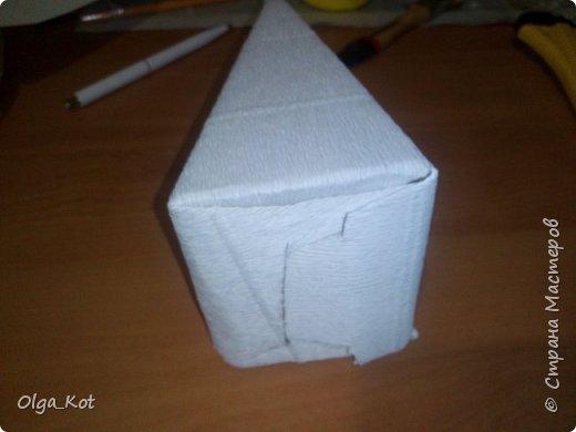 Дорогие мастера и мастерицы, сделала я вот такой бумажный тортик в подарок бабушке на День Рождения. В каждой коробочке пачка чая...Украсила цветами из бумаги и стразами. В центр тортика воткнула букетик цветов из конфет. фото 18