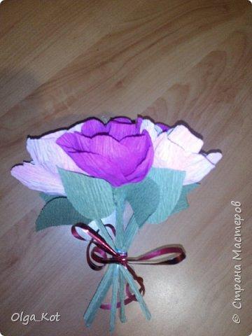 Дорогие мастера и мастерицы, сделала я вот такой бумажный тортик в подарок бабушке на День Рождения. В каждой коробочке пачка чая...Украсила цветами из бумаги и стразами. В центр тортика воткнула букетик цветов из конфет. фото 21
