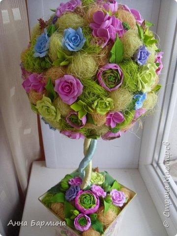 Работа выполнена на заказ. Все цветочки вылеплены моими руками. Высота 50 см.,ширина кроны 22 см. Фактуру листикам придавала с помощью самодельного молда. Фото с разных сторон. Приятного просмотра))) фото 16