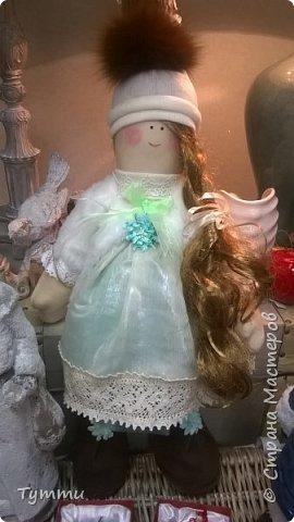 Сшилась вот такая снегурочка под ёлочку, рост 70 см, в белой шубке, с длинной косой...
