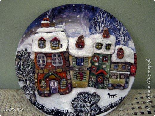 Зима снегами вьюжится С утра и дотемна. Снежинки вьются, кружатся  У нашего окна. фото 2