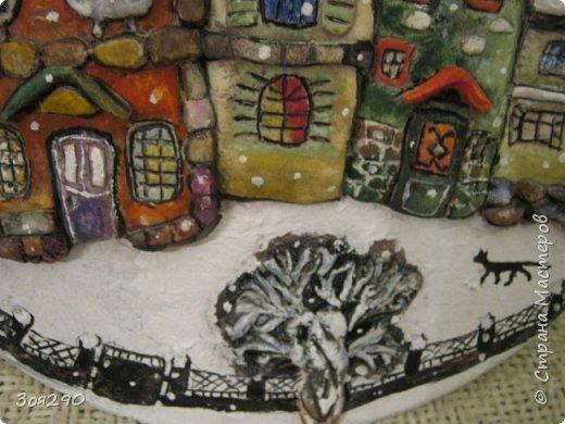 Зима снегами вьюжится С утра и дотемна. Снежинки вьются, кружатся  У нашего окна. фото 3