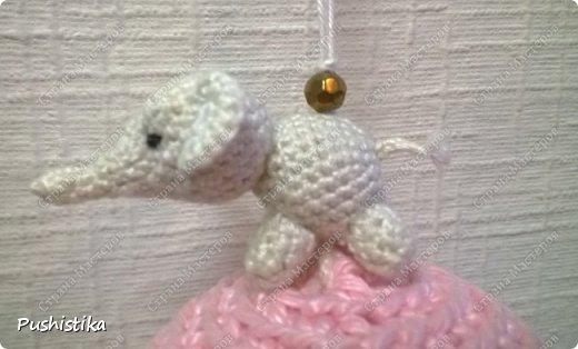 Елочная игрушка Слоненок на шаре фото 3