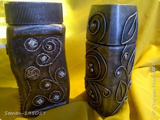 баночки из под кофе,слева баночка с декупажем, а справа стиль пейп-арт жгутики из туалетной бумагисо всех сторон фото 4