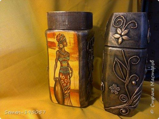 баночки из под кофе,слева баночка с декупажем, а справа стиль пейп-арт жгутики из туалетной бумагисо всех сторон фото 1